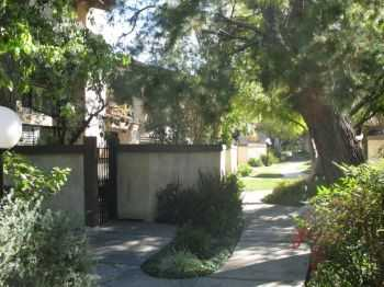 Townhouse Rental Home In Woodland Hills