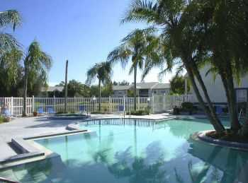 Lakeside Community With Easy Beach Access!