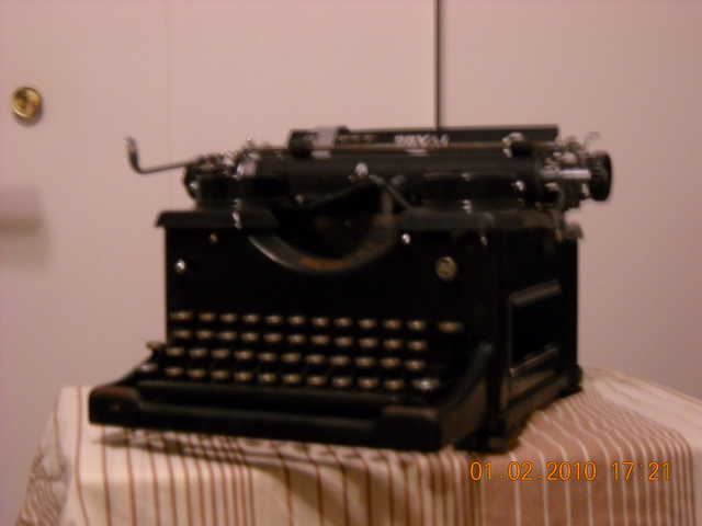 Antique Type Writter Royal