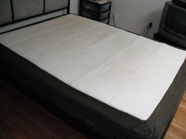 Full Size Memory / Foam Bed - Excellent Condition