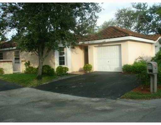 Absolutely Ready To Move In In 3bd / 2ba Home With Garage