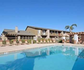 Mins From 101 Tempe! Premium Amenities!