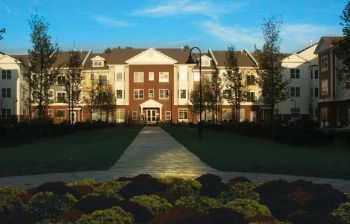 New Luxury Apts In Bedford! Minutes To Shopping!