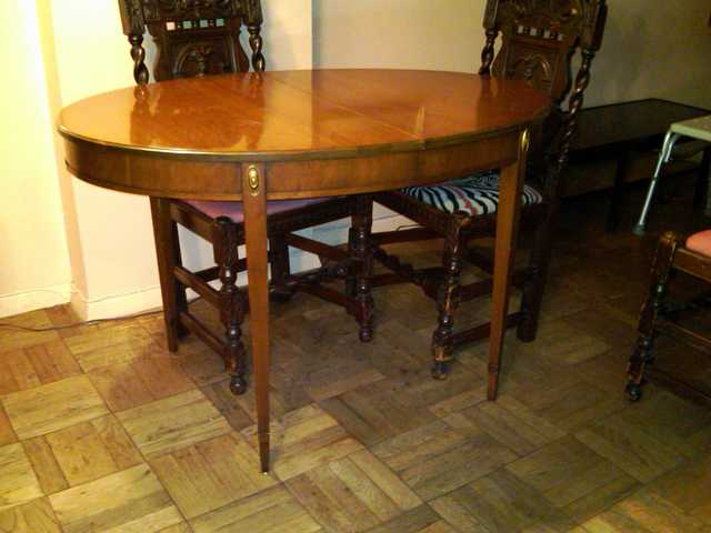 Dining Oval Room Table With 2 Extra Leaves