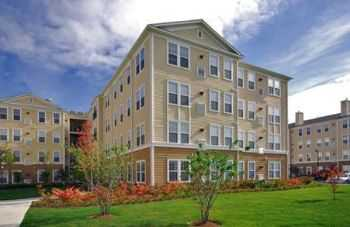 Upscale Apt Living Just Outside Boston!