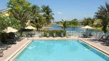 Apts Surrounded By 7 Acre Lake! Close To Beaches!