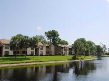 Relaxing Lakeside Living In Daytona Beach!