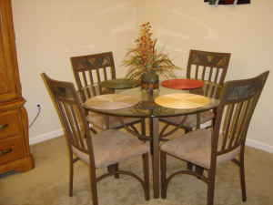 Beautiful Modern Dining Set / Table - $450