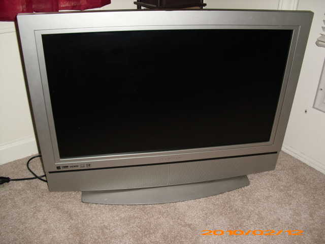 32' Olevia Flat Screen Tv Includes Wall Mount