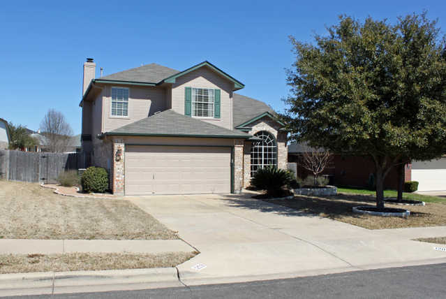 3 Br 2.5 Ba On A Beautifully Landscaped Lot In Carriage Hills