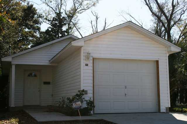 3 Bedroom / 2bath House Built In 2007. Better Than New!