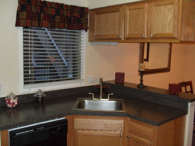 2 Bedroom 1.5 Bath Renovated! Free Rent!