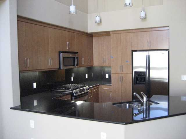 Perfect Home For Bart Commuter, E'lan 3br / 2ba / 2pk Condo, Walk To