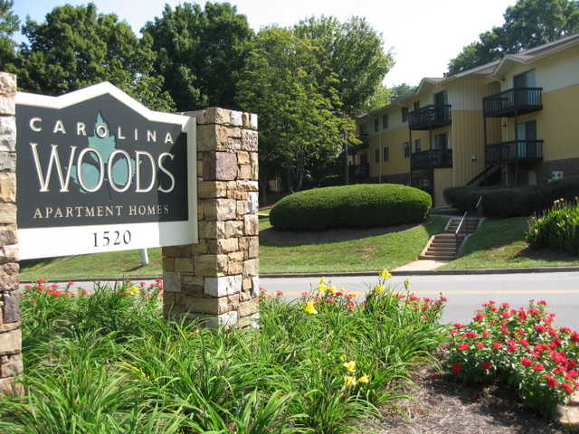 $679 2br / 2ba Huge Apt! Newly Renovated Kitchen! Only 1 Available!