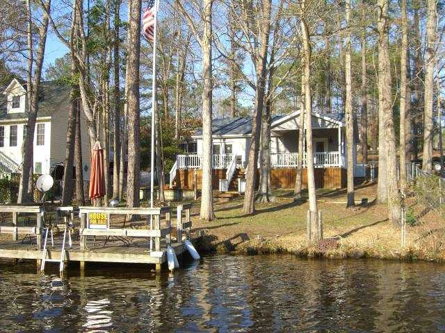 Georgous Lake Front House With Private Boat Dock