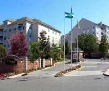 3bed2bath In Fort Lee, Pool, Gate, Garage, Gym
