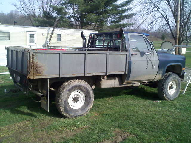 1986 3 / 4 Ton Chevy 4x4 W / Winch