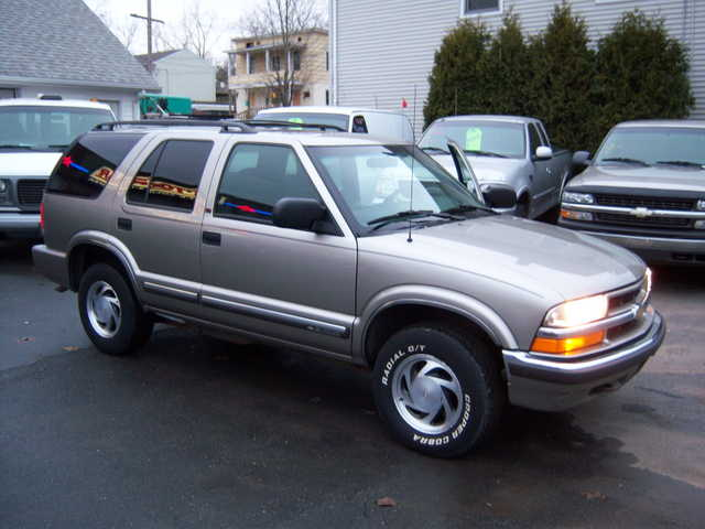 * 2000 S10 Blazer 4dr 4x4 Very Clean In And Out Very Reliable! *