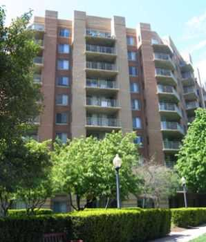Steps From Shops, Restaurants, Ballston Metro!