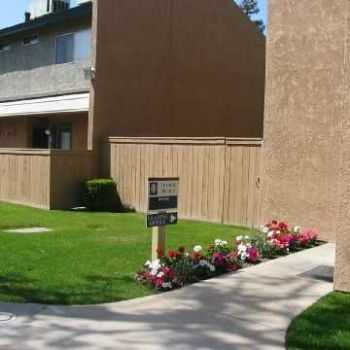 Townhomes W Private Enclosed Patios!