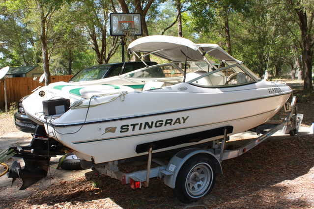 1998 Stingray 18' Bowrider 180rs 135hp 3.0 Mercruiser