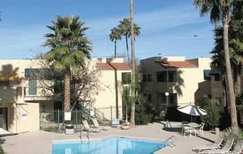 Tucson Apts W Basketball Racquetball Courts!