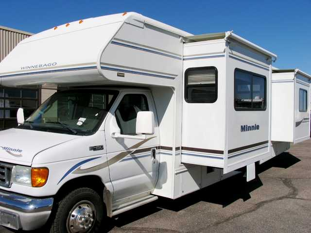2004 Winnebago 29ft Class C With 2 Slides