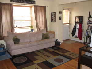 $1050 / 2br - Urban Brownstone W / Patio - Avail May 1st