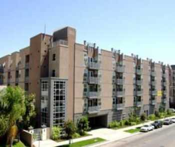 Los Angeles 2 Bed W 9 Foot Ceilings, Balcony
