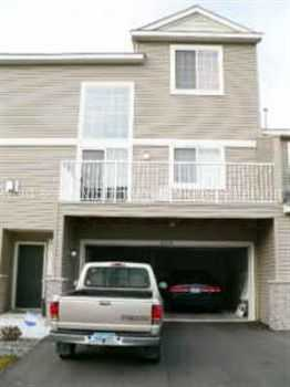 Beautiful 2 Bedroom, 2 Bath Townhome With Open Flo
