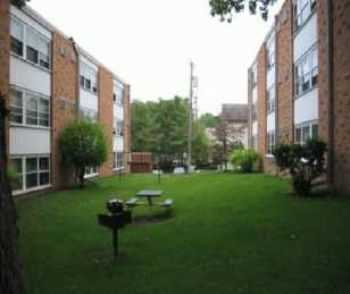 Spacious Apt Homes In Downtown Robbinsdale!