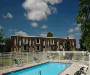 Spring Lake Park Apts Near Dining, Fitness Centers