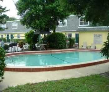 Orlando Townhomes W Pool, Onsite Laundry!