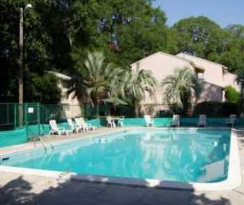 Pool, Pet Friendly, Walkin Closets Club House!
