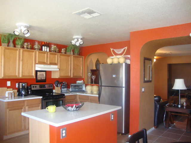 3bed / 2bath With Den Tile Through Out Newly Remodeled