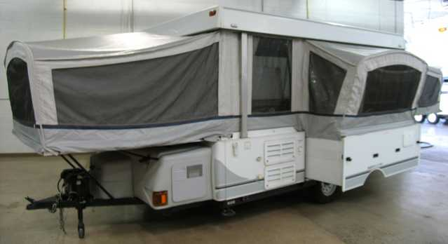 2004 Fleetwood Large Pop - Up - 24ft Sleeps 7 - 8