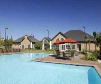 Roseville Apts W Garages, Racquetball Court!