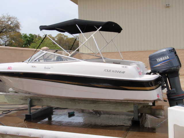 2003 Four Winns 18 Foot Boat $9500