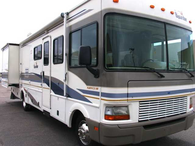 2001 Bounder 32ft Gas Class A - 2 Slides - 9k Miles