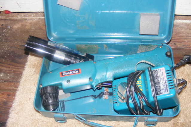 Makita 9.6 Volt Right Angled Drill