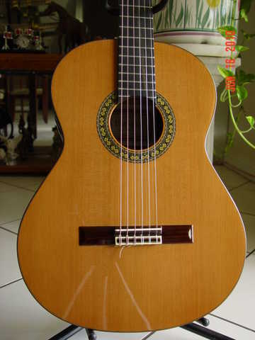 Enriquez Classical Guitar Model 28 C Excellent Conditions