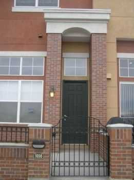 2br2.5 Ba Rare Highend Townhome + Attached Garag