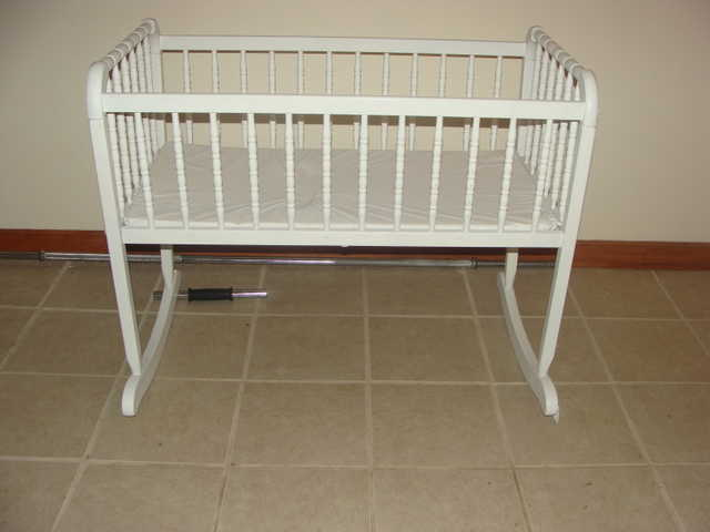 Bassinet / Cradle / Crib / In White And Wooden