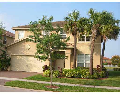 Well Maintained Two Story Rainbow Model On A Waterfront Lot With