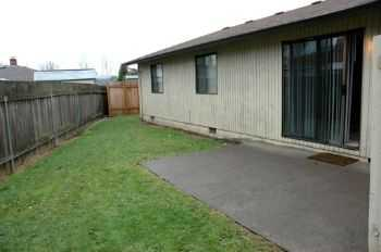 Milwaukie, Culdesac, Fireplace, Fenced Yard, No Pets