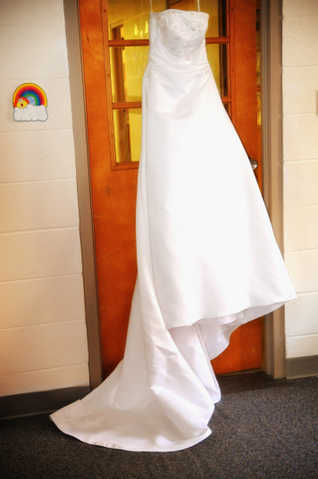 Size 4 Strapless Wedding Dress W / Slip, Veil And Head Band