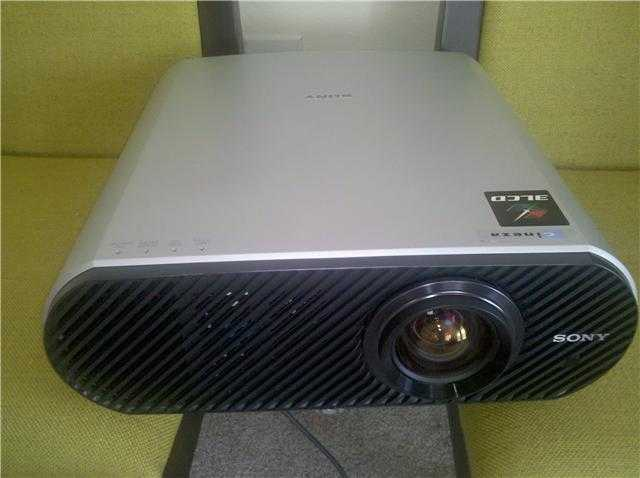 Sony Projector With 4 By 8 Screen
