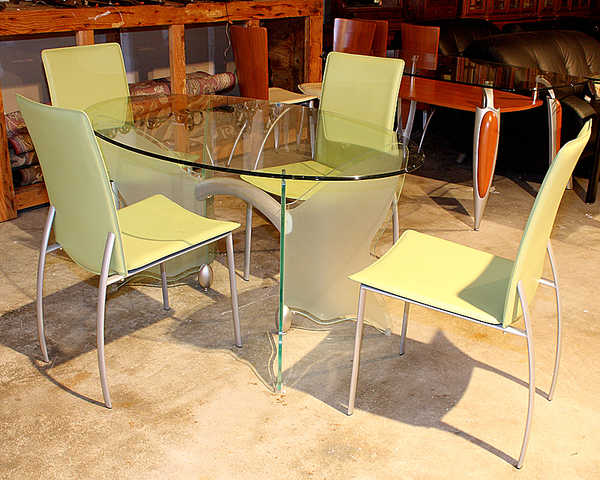 New Dream Oval Glass With Butterfly Base Table And Four Chairs