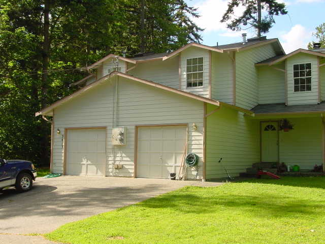3 Bd Desirable Location Duplex In Lynnwood