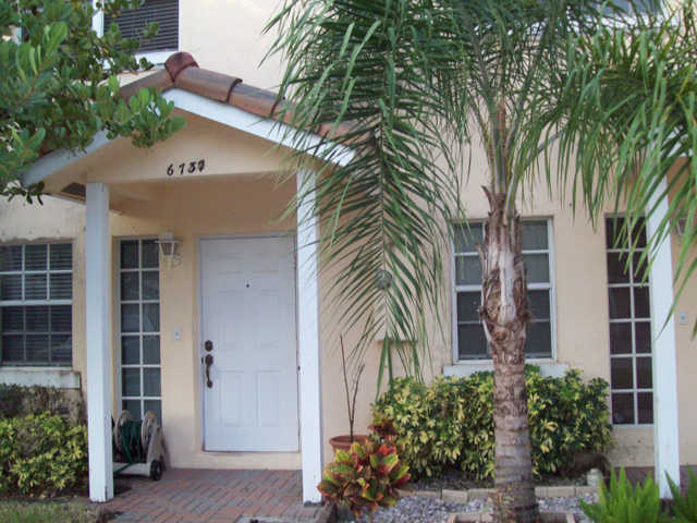 Beautiful 2 / 2.5 Townhouse For Rent